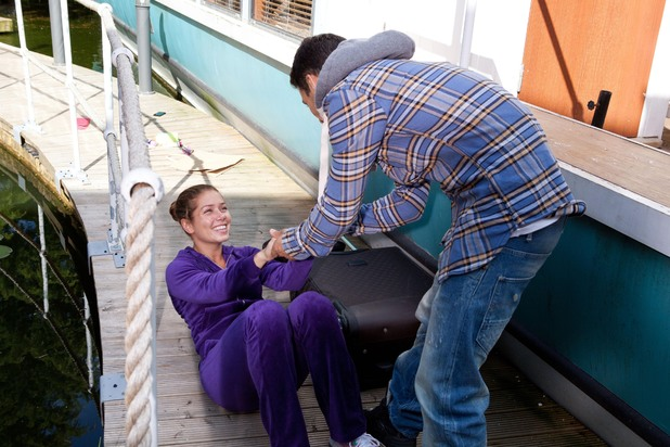 Hollyoaks, Dodger rescues Maxine, Fri 27 Sep