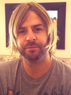 5ive's Scott Robinson shares a picture of himself wearing a blonde wig - and looks like Brian McFadden. 4 October 2013