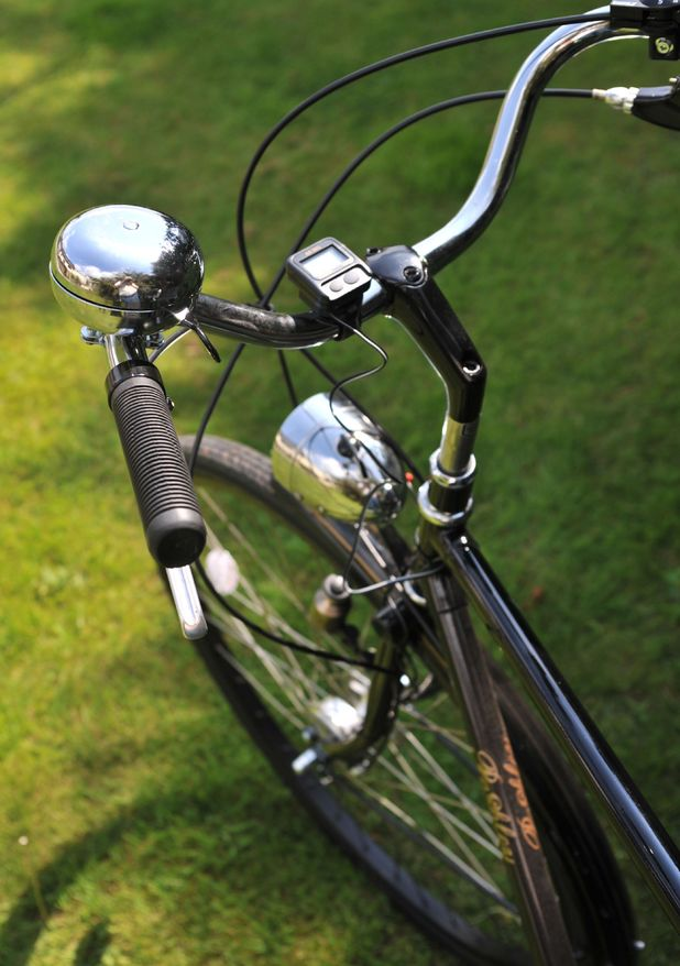 Traditional Pashley Sovereign roadster bike detail 2009