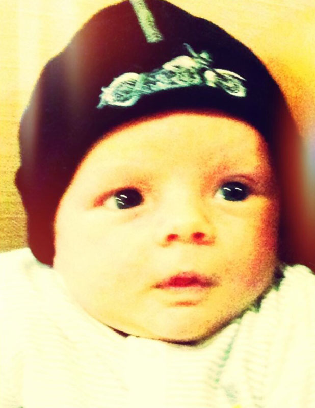 Fergie shares new photo of baby Axl, 3 October 2013