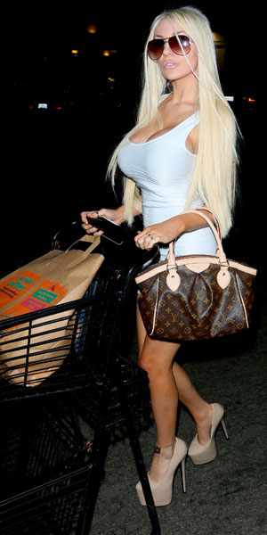 Courtney Stodden shopping late at night at Pavilion on Santa Monica Boulevard in West Hollywood, 2 October 2013