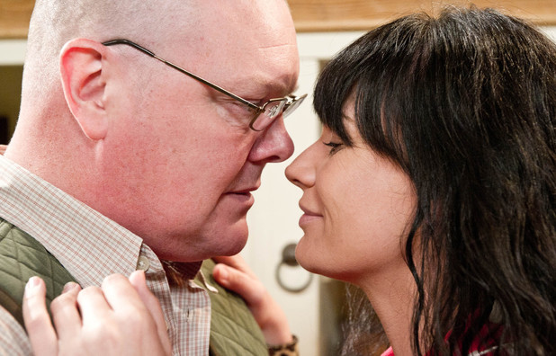 Emmerdale, Chas and Paddy kiss, Wed 9 Oct