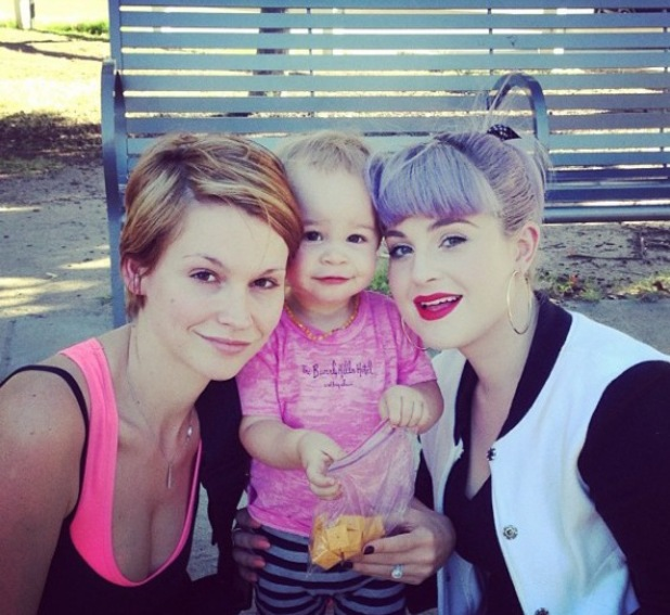 Kelly Osbourne with Lisa Stelly and her daughter Pearl (7 October)