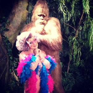 Kelly Osbourne shares pictures of herself dressed as Dame Edna Everage posing with a model from Harry and the Hendersons, Oct 20 2013