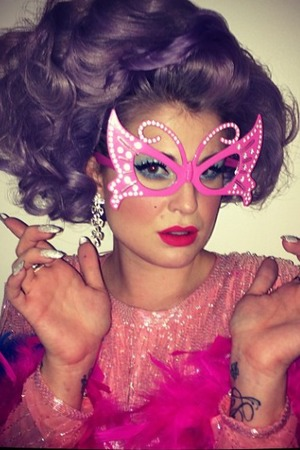Kelly Osbourne shares pictures of herself dressed as Dame Edna Everage, Oct 20 2013