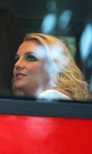 Britney Spears is spotted catching a London bus - 15 October 2013