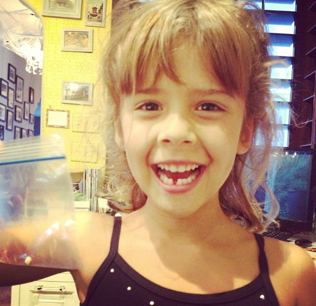 Jessica Alba's daughter Honor loses her first tooth - 14.10.2013
