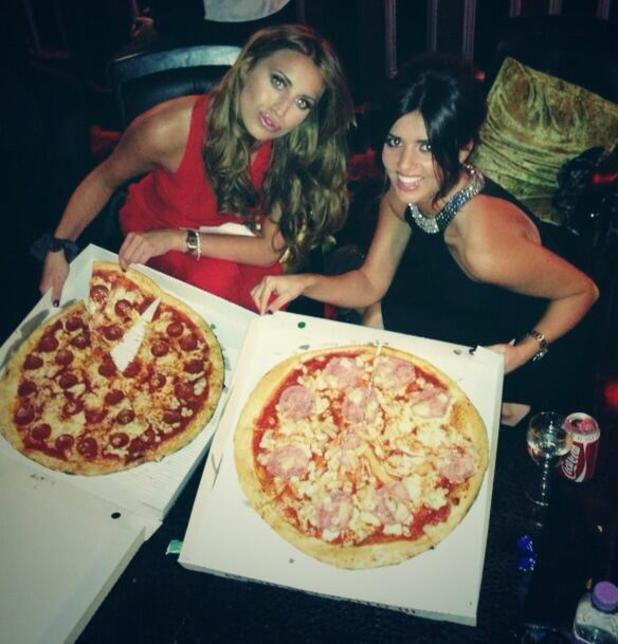 TOWIE's Ferne McCann and Lucy Mecklenburgh enjoy pizzas on set - 16.10.2013