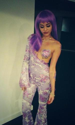 Miley Cyrus dresses up as Lil Kim for Halloween in purple catsuit - 30.10.2013