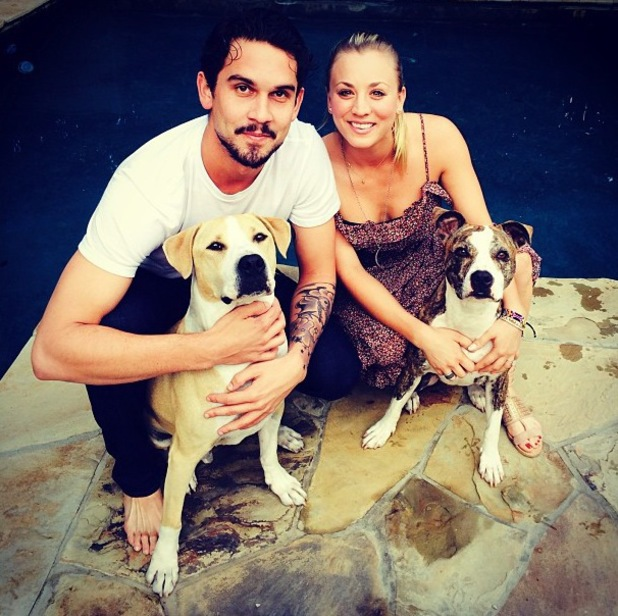 27.10.2013 - Kaley Cuoco, Ryan Sweeting and their dogs