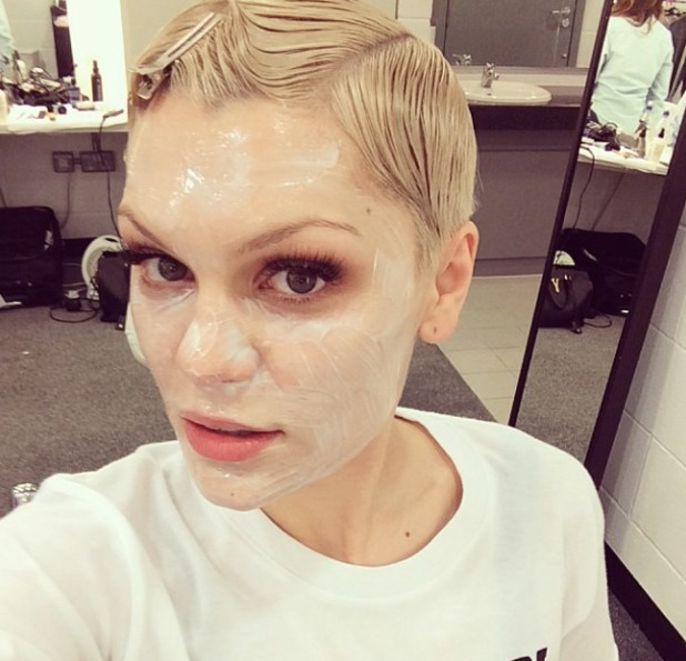 Jessie J wears face mask and hair clips pre-performance, Instagram, 4 November