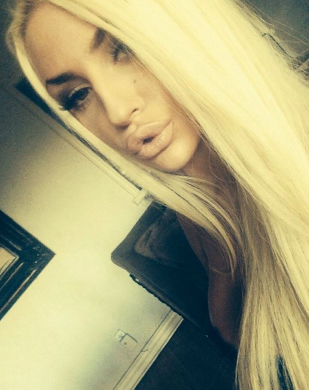 Courtney Stodden poses for selfie after confirming marriage is over, 5 November 2013
