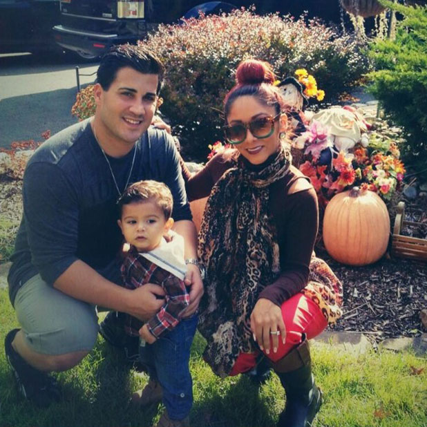 Snooki tweets an image of herself with fiance Jionni LaValle and their son Lorenzo, 5 November 2013