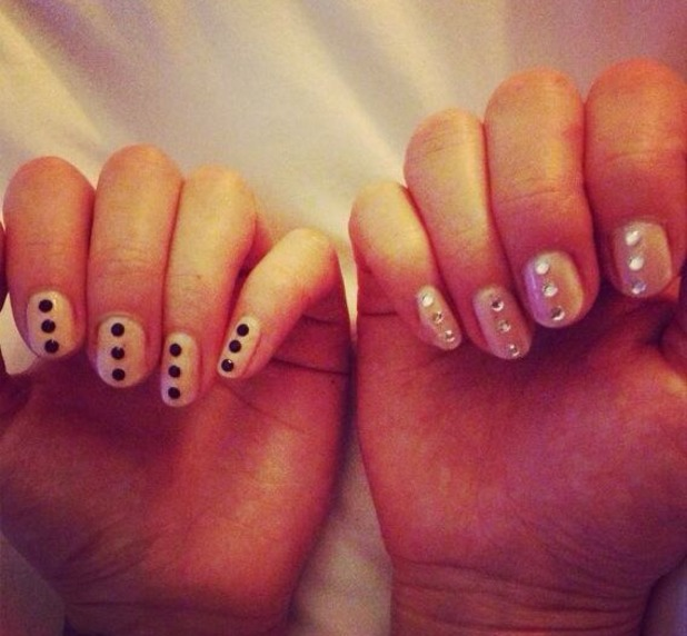 Fearne Cotton Tweets a picture of her jewelled nails, Nov 13.