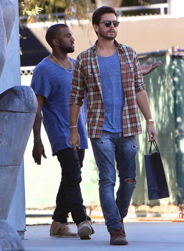 Kourtney Kardashian dresses down, Scott Disick has day out ...