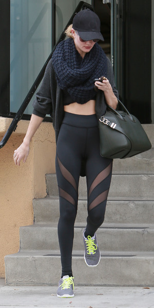 Rosie Huntington-Whiteley glows after a workout, 22 November 2013