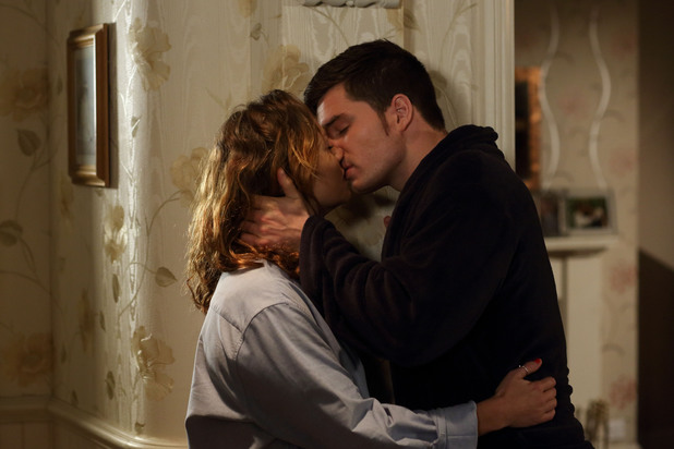 EastEnders, Joey seduces Janine, Thu 21 Nov