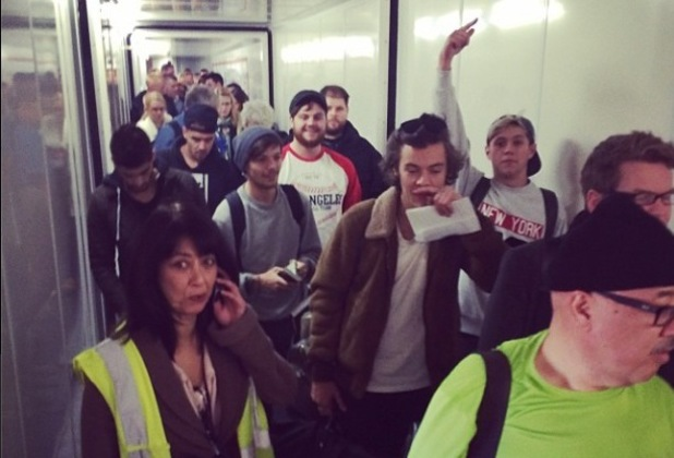 Lily Allen gets on the same flight as One Direction at London Heathrow airport. (19 November 2013).