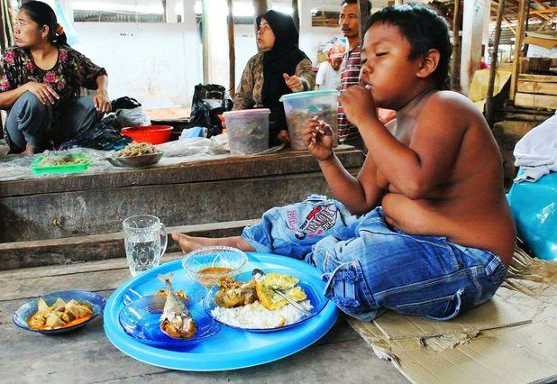 Aldi Rizal the smoking toddler eating his dinner