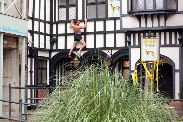 Hollyoaks, Ziggy escapes naked, Tue 26 Nov