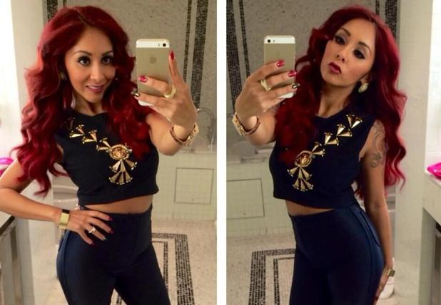 """Snooki (Nicole Polizzi) selfie, """"Black & Gold is everything"""" showing off red and black nails, 25 November 2013"""
