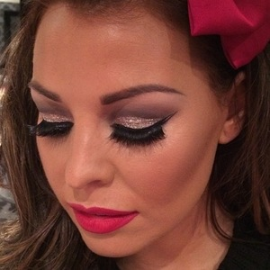Jessica Wright shows off Christmas make-up by Krystal Dawn - 1 December 2013