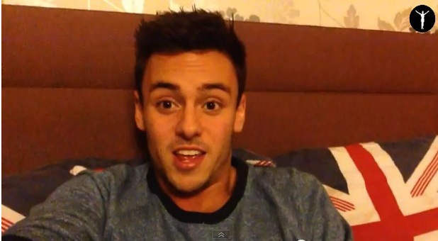Tom Daley admits he's dating a man in new video - 2 December 2013