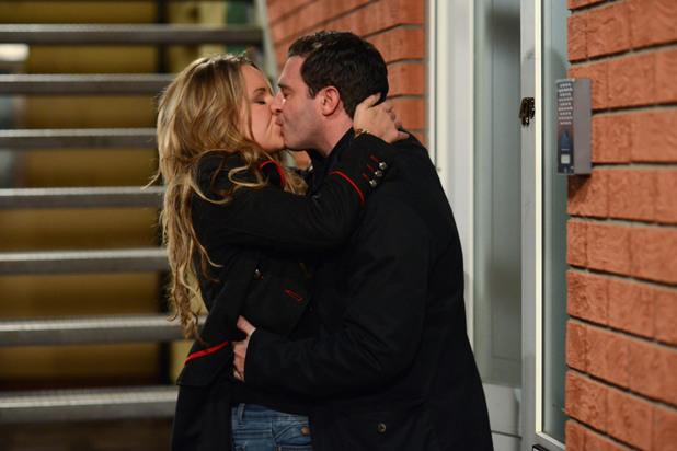 EastEnders, Roxy kisses Carl, Tue 10 Dec