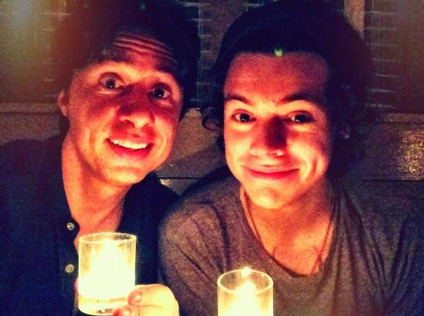One Direction star Harry Styles in New York with Zach Braff. (4 December).