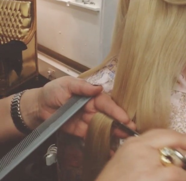 Fearne Cotton gets her hair cut into a bob, 3 December 2013
