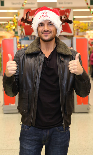 Celebrities surprise Morrisons shoppers by packing their bags to help raise money for ITV's 'Text Santa' charity appeal - Peter Andre, 12.12.2013