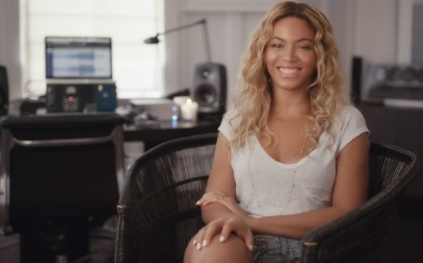 Beyoncé releases Facebook documentary to reveal thoughts behind her new studio album - 12.12.2013
