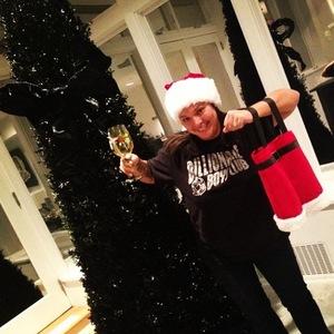 Rihanna puts up a black Christmas tree - 19.12.2013