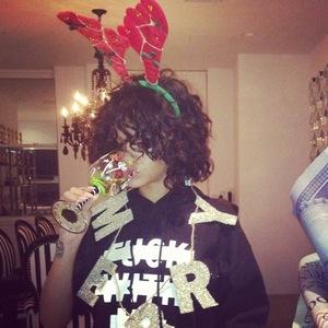Rihanna wearing reindeer antlers - 19.12.2013