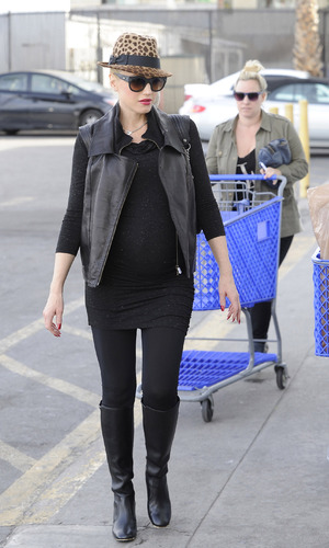 Gwen Stefani Christmas shopping in LA - 17.12.2013
