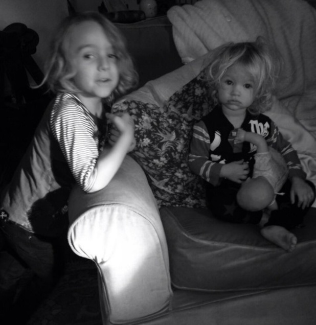 Jessica Simpson tweets picture of daughter Maxwell and nephew Bronx, 16 December 2013