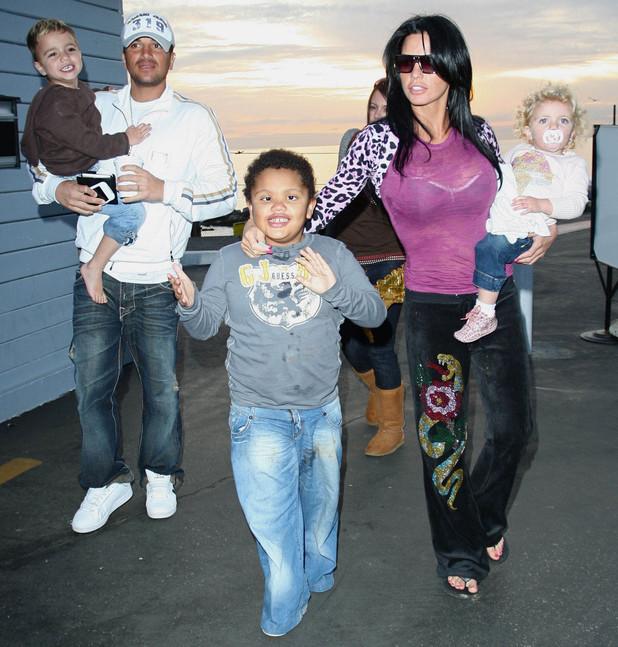 Katie Price aka Jordan and Peter Andre leaving Gladstones of Malibu with their children Harvey, Junior and Princess Tiáamii. Los Angeles, 15 February 2009.