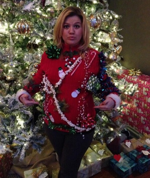 Kelly Clarkson posts a picture of her 'ugly Christmas jumper', December 2013
