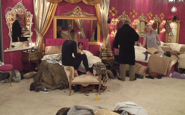 Celebrity Big Brother - aired: Tuesday 7 January 2013. Linda Nolan and Jim Davidson argue in the bedroom.