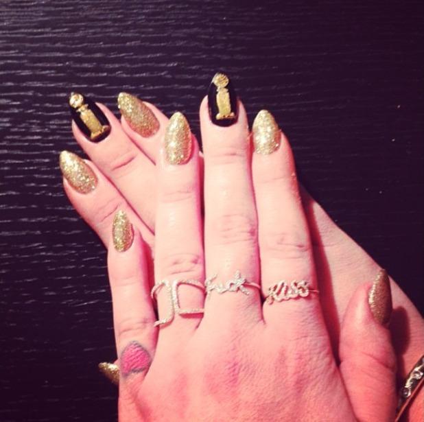 Kelly Osbourne Golden Globes preparation, gold nails, 12 January 2014