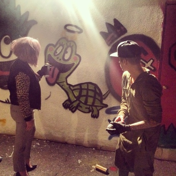 Kelly Osbourne and Justin Bieber graffiti together - 9 Jan 2014