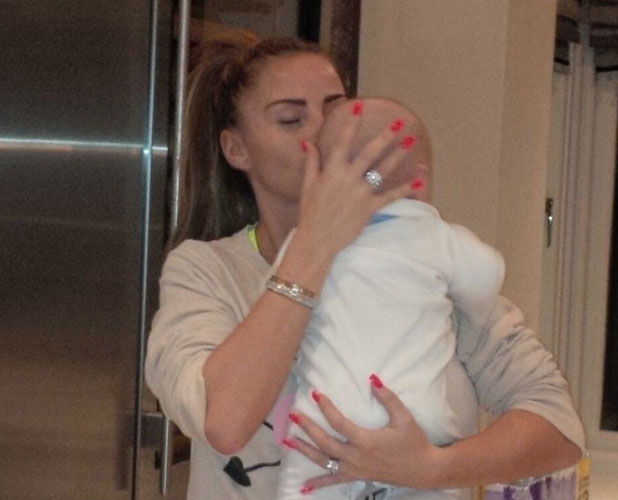 Katie Price plants kiss on baby Jett in Twitter picture, 4 January 2013