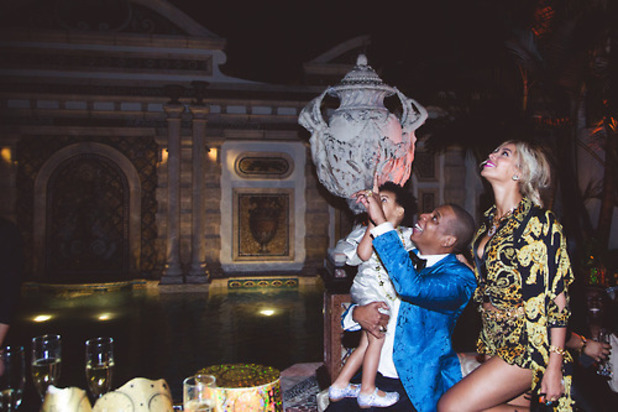 Beyoncé, Jay Z and Blue Ivy celebrate New Year in Miami at Diddy's party - 31.12.2013