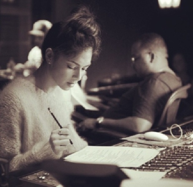 Nicole Scherzinger in the recording studio with American music producer Tricky Stewart. (16 January).