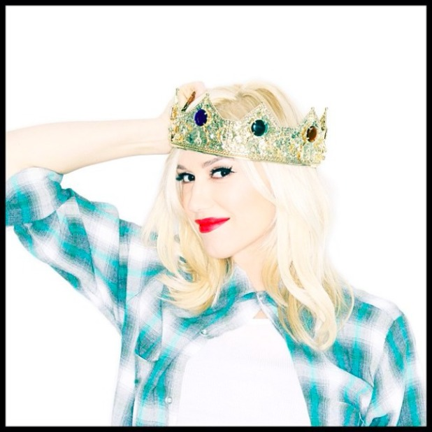 Gwen Stefani posts first picture on her new Instagram account and announced she's pregnant, 17 January 2013