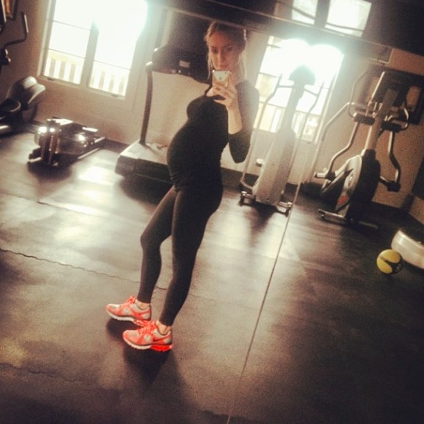 Pregnant Kristin Cavallari posts selfie after gym workout, 18 January 2014