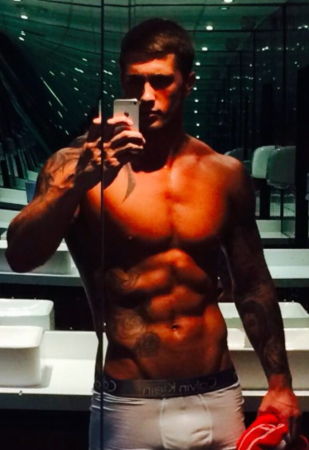 Dan Osborne flaunts super-fit body before his appearance on Splash! 18 January 2014