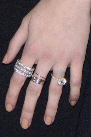 Emma Roberts flashes engagement ring at Golden Globe Awards 2014, 12 January 2014