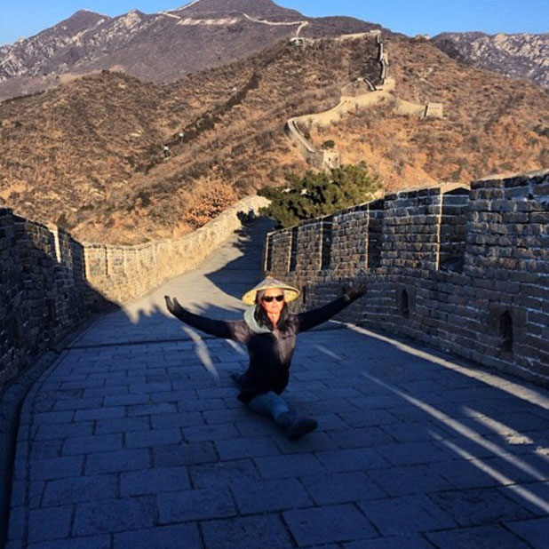 Katy Perry does the splits on the Great Wall of China, 12 January 2014