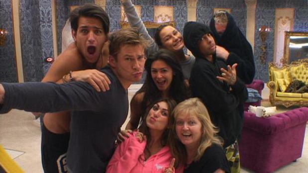 Celebrity Big Brother contestants pose for selfies in task - 24 Jan 2014